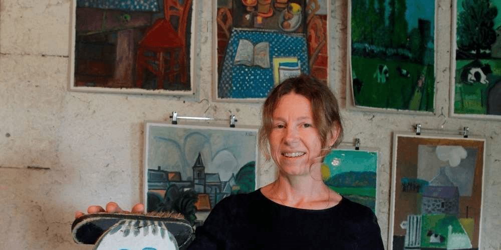 Karine Henneuse, fondatrice de la CHOUETTE galerie